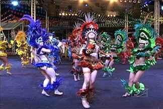Ritmo do Bumba Meu Boi contagia quem acompanha a brincadeira - A coreografia dos brincantes mexe com o corpo e a emoção do público.
