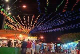 Tradição na Rua de São João em Aracaju se mantém viva há mais de um século - No mês de junho uma Rua do bairro Santo Antônio, na zona norte de Aracaju vira um grande arraial. Assista ao vídeo e confira um pouco dessa animação.