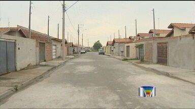 Moradores reclamam de infiltrações em condomínio de Lorena (SP) - Pelo menos 40 imóveis estão com problemas, mesmo a obra ter sido entregue há somente um ano.