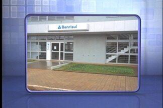 Agência bancária é assaltada em Esmeralda - Três homens entraram na agência e fizeram duas pessoas reféns.