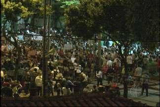 Manifestação em Mogi das Cruzes reúne 35 mil pessoas na sexta-feira (21) - A manifestação em Mogi das Cruzes reúne 35 mil pessoas na noite desta sexta-feira (21). Eles fecharam vias importantes da cidade.