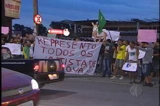 Itaquaquecetuba têm manifestação neste sábado (22) - Moradores de Itaquaquecetuba promoveram uma manifestação neste sábado (22). Os manifestantes saíram às ruas fazendo várias reivindicações.