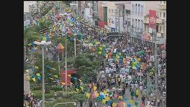 Em Caruaru, milhares de pessoas fazem protesto contra aumento das passagens e corrupção - Manifestação durou cerca de quatro horas no Agreste.