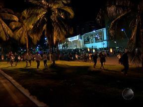 Grupo de manifestantes se reúne na região do Iguatemi e bloqueia pista - Os motoristas tiveram que retornar. Foram ouvidas explosões de bombas. A multidão se dispersou.