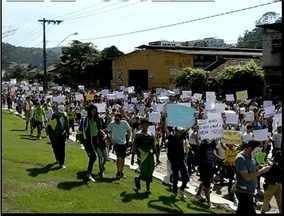 Mais de 10 mil pessoas participam de manifestações no Leste de Minas - Não houve registros de violência nos protestos
