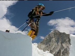 Fantástico conta a história da brasileira que chegou ao topo do Everest - A escalada de alta montanha é o esporte que mais mata. Confira também o humor de Marcelo Adnet na cobertura da Copa das Confederações.