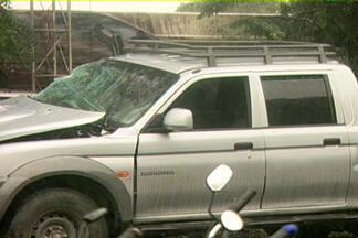 Dois jovens morrem em acidente na cidade de Lagoa Seca, na Paraíba - Segundo a polícia, motorista de caminhonete apresentava sinais de embriaguez e foi preso por se recusar a fazer o teste do bafômetro.