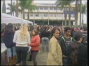 Servidores públicos municipais de Itajaí continuam em greve - Em Itajaí, servidores municipais continuam em greve. Enquanto aguardam uma proposta da prefeitura, os serviços públicos ficam prejudicados.