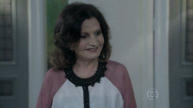 Tamara aconselha Félix a usar Jonathan para manipular César - Ela afirma que o genro conquistará pontos com o pai se convencer Jonathan a estudar medicina