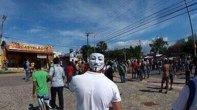 Manifestação acontece durante a semifinal da Copa das Confederações em Fortaleza - Um ônibus foi depredado.