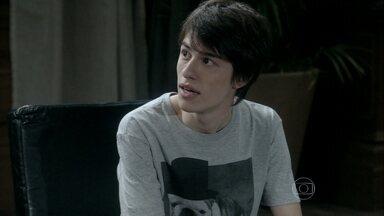 César e Félix querem saber se Jonathan é virgem - Eles aconselham o jovem a se prevenir