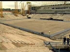 Estádio de abertura da Copa do Mundo está em fase de conclusão - São 1280 operários trabalhando sem parar. As arquibancadas fixas já dão a dimensão do local, que irá receber 68 mil torcedores. O futuro estádio do Corinthians será um dos mais modernos do país.