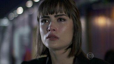 Patrícia leva um fora de Michel - O médico fica irritado com a armação da advogada