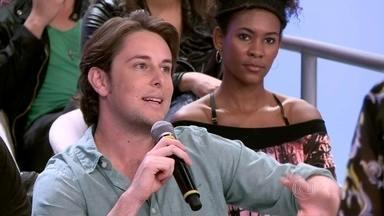 Robert conta como é a convivência com irmã autista - Ele diz que aprendeu muito com Julia