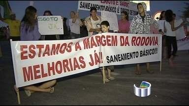 Manifestantes bloqueiam rodovia que dá acesso a Campos do Jordão (SP) - Manifestantes decidiram bloquear na tarde deste sábado (6) a rodovia Floriano Rodrigues Pinheiro (SP-123), principal acesso a Campos do Jordão (SP). O ato prejudica a viagem de quem deseja ir para a cidade.