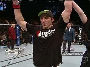 Tim Kennedy vence Roger Gracie por decisão unânime no UFC 162 - Americano derrotou brasileiro, dez vezes campeão mundial de jiu-jitsu.