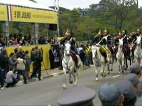Desfiles no Ibirapuera marcam 9 de Julho na capital paulista - Veteranos participam de evento na Zona Sul de São Paulo. Governador anunciou reforma de Mausoléu do Soldado Constitucionalista.