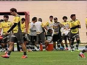 Líder do Brasileirão, Botafogo se prepara para enfrentar o Grêmio fora de casa - Para melhorar o retrospecto como visitante equipe alvinegra treina firme para a partida contra o tricolor gaúcho, no sul.