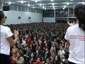 Cerco de Jricó reúne mais de 10 mil fiéis por dia em Várzea Paulista, SP - Começou na noite de segunda-feira (8), um dos maiores eventos católicos da região de Jundiaí (SP). É o Cerco de Jericó de Várzea Paulista (SP). Os fiéis se reúnem em oração por sete dias. São milhares de pessoas em busca de um milagre e de conforto.