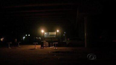 Moradores reclamam da falta de iluminação pública na AL-101 Sul - Eles dizem que número de assaltos e acidentes aumentaram devido ao problema.