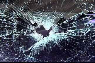 Empresária é baleada durante assalto em Cariacica, no ES - Vítima de 32 anos saía de uma lanchonete do bairro Vila Palestina.Segundo familiares, estado de saúde dela é grave.