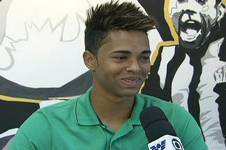 Após gol no clássico, Giva vira novo xodó da base no elenco do Santos - Garoto tem feito gols pelo time principal do Peixe e desponta como nova aposta da base.
