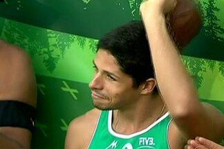 Álvaro Filho perde a final do Mundial de vôlei de praia, mas é eleito melhor jogador - Ao lado de Ricardo, ele terminou a competição em segundo lugar, após derrota para dupla holandesa na decisão.