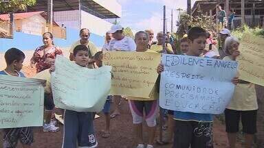 Estudantes sofrem com falta de infraestrutura de escola - As condições problemáticas de uma escola ribeirinha dificulta o aprendizado de estudantes no Amazonas.