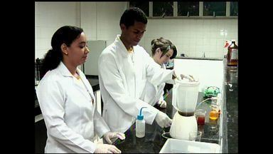 Projeto ecológico de alunos do Ceará vai ser apresentado em evento internacional - Projeto evita despejo do óleo de cozinha na natureza.