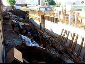 Rua do Centro de Uberaba está interditada - Há três meses, Rua Vigário Silva está fechado por conta de uma obra particular.