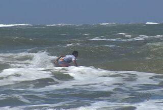 Chuvas em Aracaju dificultam treinos dos surfistas - Atletas treinam para torneios importantes