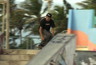 Skatistas sergipanos se preparam para torneio em Aracaju - Eles praticam o esporte na Praça da Juventude