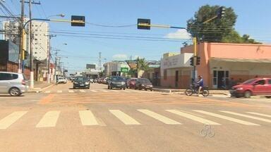 Instalação de novos semáforos facilitam o trânsito em vias de Porto Velho - Secretaria de Trânsito realizou a instalação de semáforos nas avenidas com altos índices de acidentes. Agora a sinalização contribui para a segurança de pedestres e motoristas.