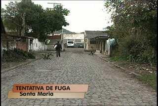 Brigada Militar impede fuga no Presídio Regional de Santa Maria - Os policiais ouviram um barulho e alertaram os agentes penitenciários. Apenados estavam no telhado da prisão