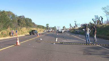 Em mais de 24h, seis morrem em acidentes na Rodovia Altino Arantes - Os veículos pegaram fogo próximos a Batatais, SP.