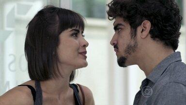Patrícia se enfurece com Michel - O médico tenta explicar que ele e Silvia não estão mais juntos
