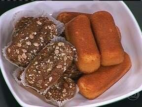 Prefira os bolos prontos integrais - Não exagere no tamanho da fatia. O bolo de fubá é menos calórico do que o de laranja e o de cenoura. As coberturas podem deixar o bolo mais calórico, por isso, opte pela de geleia diet.