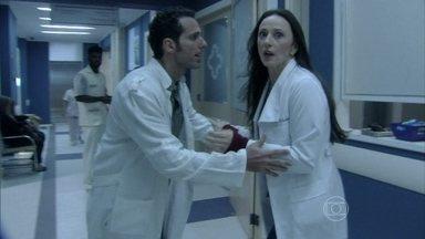 Rebeca encontra o corpo de Elenice - Ela pede ajuda a Pérsio. Lutero decide comunicar César sobre o ocorrido