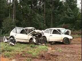 Oito jovens morrem em acidente em Quedas do Iguaçu - Eles eram amigos e voltavam da mesma festa.