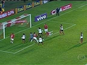 No sul, Flamengo leva gol no final da partida e perde para o Internacional - Rubro-negro tem a primeira derrota na era Mano Menezes.