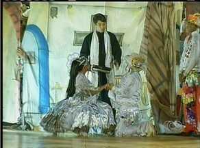 Casal renova votos do casamento durante festival de quadrilhas em Palmas - Casal renova votos do casamento durante casamento de festa junina em Palmas