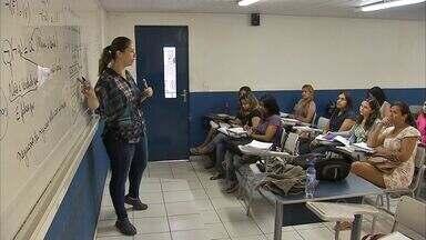 'Concurseiros' abrem mão do emprego, diversão e folgas para estudar - Conheça o dia a dia dessas pessoas que dedicam ao estudo.