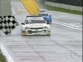 Chuva atrapalha fim de semana de velocidade em Pinhais - Spyder Race e Sprint Race correm com pista molhada. Turismo 5.000 aproveita momentos de sol