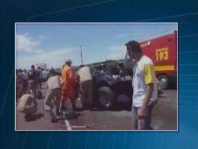 Acidente deixa uma pessoa morta e cinco feridas no litoral do Piauí - De acordo com a PRF, um dos motoristas estaria sob efeito de álcool.Feridos foram encaminhados ao Hospital Estadual Dirceu Arcoverde.
