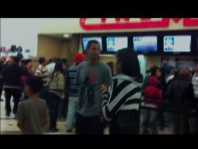 Ladrão invadiu Shopping Interlagos e fez duas funcionárias reféns - As mulheres trabalham no cinema. O ladrão levou dinheiro do cofre e saiu tranquilamente. Não houve feridos.