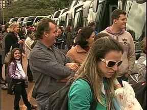 Jovens de todo o Paraná estão a caminho da JMJ - Só de Maringá saíram 20 ônibus a caminho do Rio de Janeiro