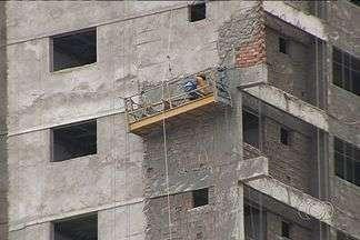 TJ-GO recebe 4 pedidos de indenização por acidentes de trabalho toda semana - Quatro pedidos de indenização por acidentes de trabalho são recebidos por semana pela Justiça de Goiás. Um dos setores onde eles mais acontecem é a construção civil.
