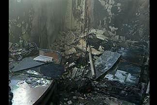 Prejuízos podem ultrapassar os 70 mil reais em imóvel atingido por um incêndio em Belém - Dono do apartamento também acredita que objetos foram furtados do imóvel na hora do incidente.