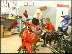 Venda de motocicletas aumenta em Campos dos Goytacazes, RJ - Veículo é alternativa para trânsito conturbado.Uma em cada dez pessoas tem um moto na cidade.