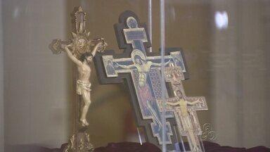 Exposição em Manaus revela significados da cruz - A cruz nem sempre tem seu significado ligado ao cristianismo. Exposição em Manaus explica isso.